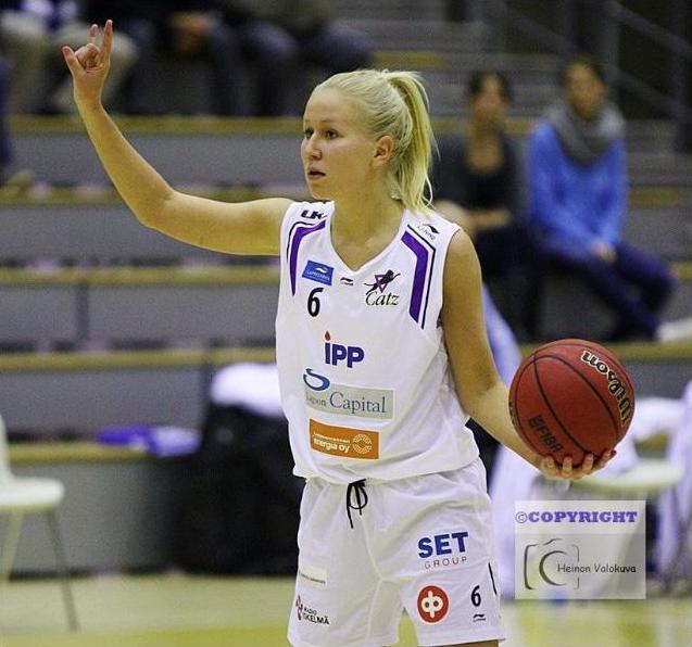 Anni Mäkitalo Catz-paidassa