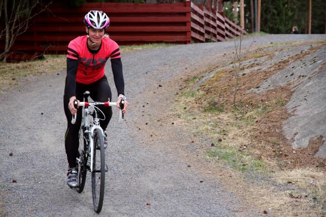 Sosiaalisessa mediassa Anne jakaa harvoin treenisuorituksiaan. Extrapitkä pyöräilylenkki voi joskus päätyä Sportstrackerin kautta Facebookiin.