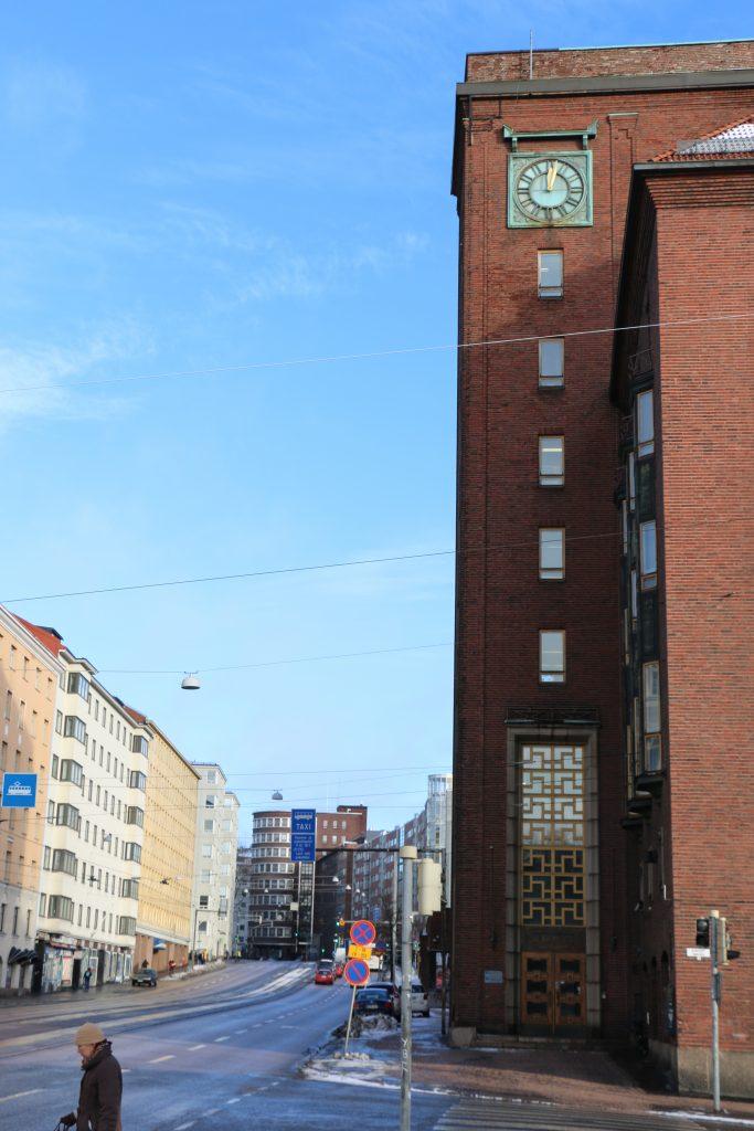 Kello Hakaniemestä päin katsottuna