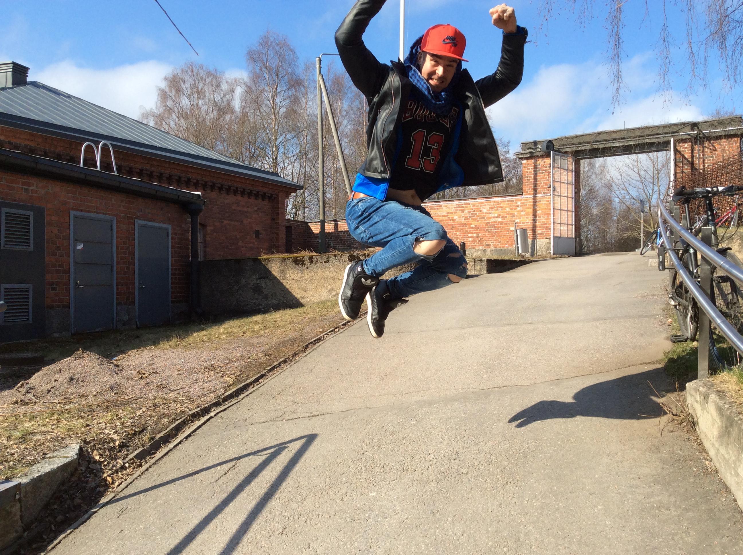Kristofferin voittohyppy: Selvisinpäs! Kuva: Katja Ylinen